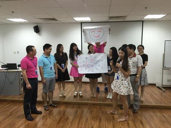 清华大学继续教育学院项目主任罗炜老师与张敏老师用他们的课堂生动